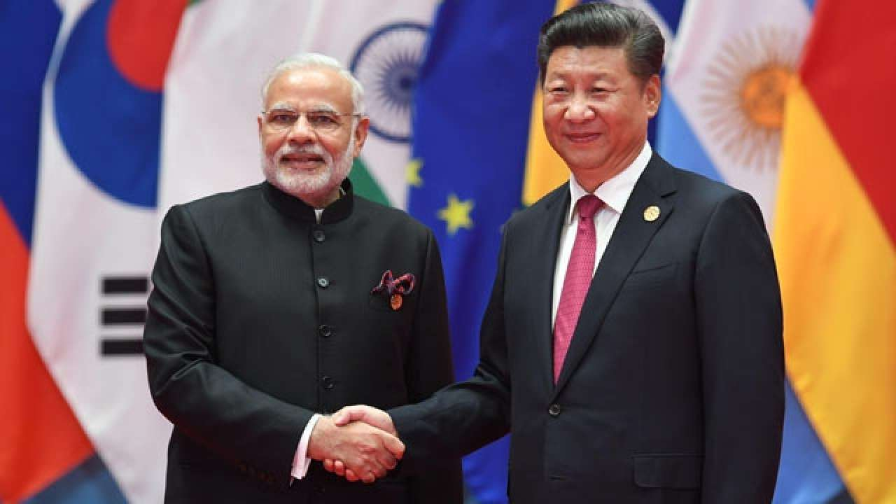 modi hand shaking with xi
